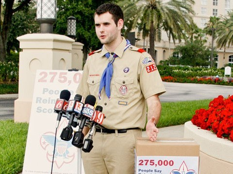 zach wahls delivers 275 000 petitions to boy scouts