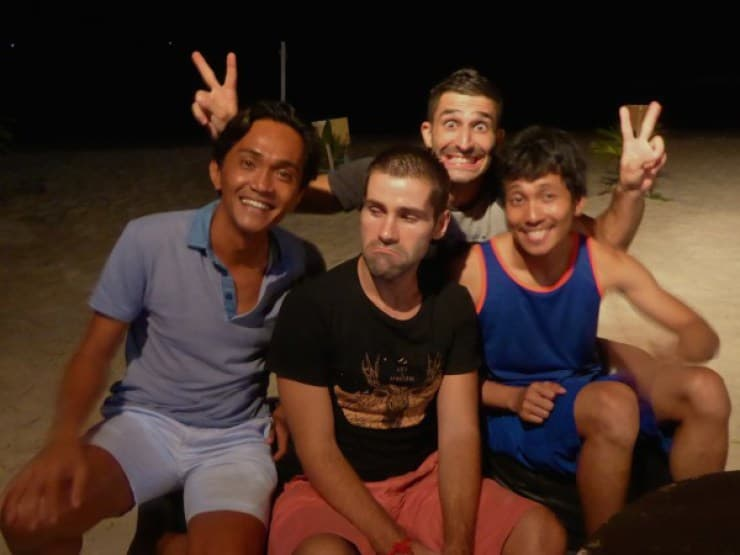 Drinks with Arnold and Ryan at Juice Bar on White Beach in Boracay