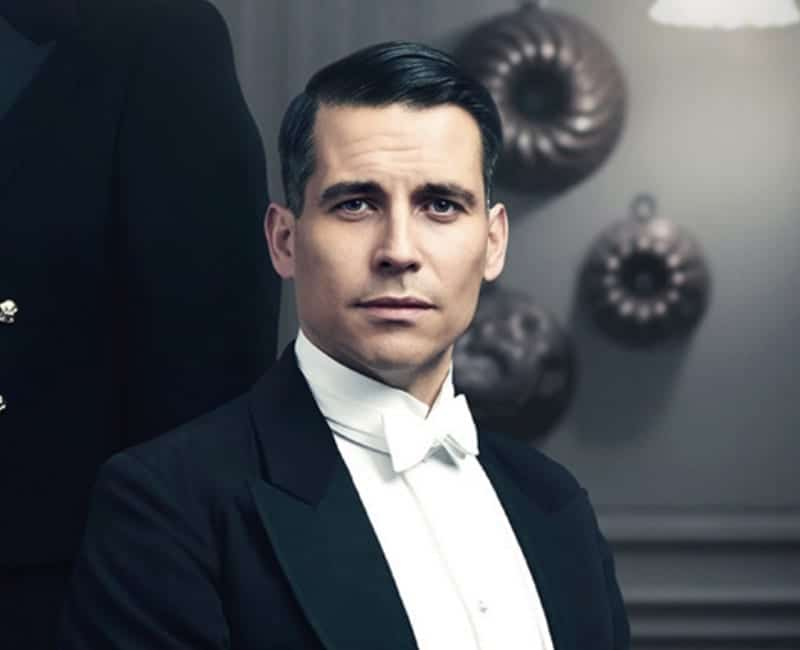 Downton abbey star says playing a gay man has hurt his career